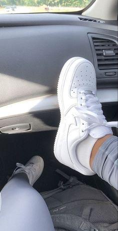 Cute Nike Shoes, Cute Nikes, Nike Air Shoes, Outfit With Nike Shoes, Moda Sneakers, Cute Sneakers, Shoes Sneakers, Sneakers Urban, Adidas Sneakers