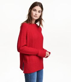 Red. Sweater in a soft, textured knit with wool content. Long raglan sleeves with slits at cuffs and ribbing at cuffs and hem.
