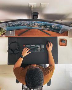 Pc Setup, Room Setup, Tenten Y Neji, Leather Desk Pad, Computer Desk Setup, Desk Inspo, Modern Office Design, Home Office Setup, Home Board