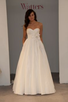 Love the empire waist and sweetheart neckline! Traditionally classic