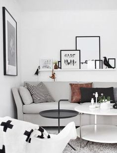 Time to selbify your shelves! (via Bloglovin.com )