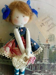 Fashionable mini Doll (Blue Ribbon)