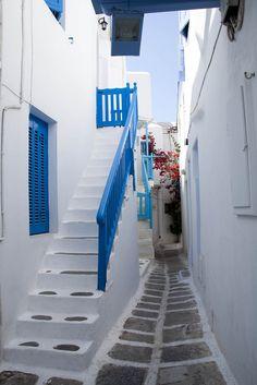 mykonos-street-bluebanisters