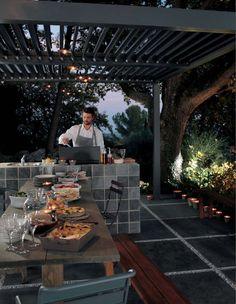 Cucinare al tramonto è suggestivo, ma lo è ancora di più se la cucina è esterna...