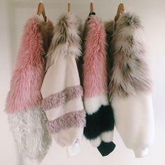 'TDS bomber jackets' are made up using faux fur fabrics. Fur Bomber, Fru Fru, Mode Boho, Estilo Fashion, Looks Style, Mode Style, Unique Fashion, Sporty Fashion, Ski Fashion