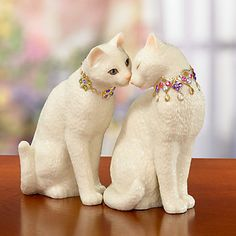 Lenox makes adorable cat sculptures. Look at how in love they are! Wow, thank god I'm getting married or else I could really have turned into a crazy cat lady.