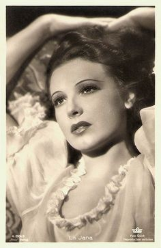 German dancer and film actress La Jana (1905 - 1940) - the most popular show girl of Berlin in the 1930's