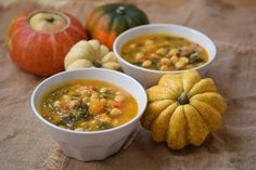 Chickpeas with pumpkin and chards Healthy Drinks, Healthy Recipes, No Salt Recipes, Going Vegetarian, Curry, Spanish Food, Spanish Recipes, Carne Asada, Food Places