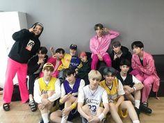BTS and TXT bts jungkook V Jimin jin namjoon suga jhope army bighit kpop TXT Bts Group Photos, Family Photos, Bts Photo, Foto Bts, Bts Jungkook And V, Jhope, Namjoon, Fandom Kpop, Lee Hyun