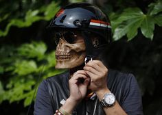 Want to put your best grim face on as you make your morning commute to work? Hide a nasty zit on your chin? Or keep the wind out of your face while raising hell on the highway? This lightweight plastic skull-face is perfect for all of the above — while scaring anyone who comes in […]