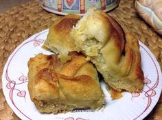 Μια πιτούλα εύκολη και πολύ νόστιμη για να την απολαμβάνουμε όλες τις ώρες, στην δουλειά μας, με τον καφέ μας ή το τσάι μας. Υλικά: ... Greek Desserts, Greek Recipes, Vegan Recipes, Cooking Recipes, Cookie Dough Pie, Greece Food, Greek Cooking, Raw Vegan, Vegan Food