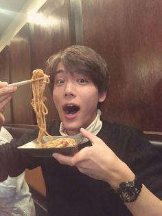 Taishi Nakagawa eats yakisoba in Osaka