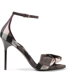 Burberry sandals http://shoecommittee.com/blog/2017/burberry-