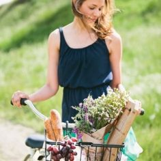 Super cute picnic engagement session complete with a yellow bike, tree swing, and bottled lemonade (Photos by Inkspot Photography)