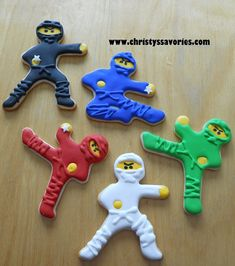 Christy's Savories: Lego Ninjago Cupcakes & Cookies << I love the star sprinkles for shurikens omg Ninjago Cupcakes, Ninjago Party, Lego Ninjago Cake, Birthday Cookies, Cupcake Cookies, Galletas Decoradas Royal Icing, Ninja Birthday Parties, Lego Parties, 5th Birthday