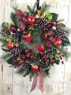 Christmas Wreath Front Door Wreath Holiday Wreath Winter Wreath. #ChristmasWreath #holidaywreaths #winterwreath #christmasdoorwreath #shopping #christmasdecor #holidaydecor #winterdecor #manteldecor #frontdoorwreaths #doorwreath #cardinaldecor