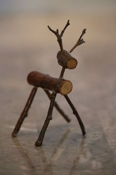 Rustic wood reindeer by PaulaFolawn on Etsy. Outside on kitchen windowsill Noel Christmas, Scandinavian Christmas, Rustic Christmas, All Things Christmas, Winter Christmas, Christmas Ornaments, Christmas Tables, Modern Christmas, Diy Gifts For Kids