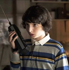 Stranger things' finn wolfhard on kissing scenes and how he became Stranger Things Fotos, Stranger Things Characters, Stranger Things Quote, Stranger Things Steve, Stranger Things Aesthetic, Stranger Things Season, Stranger Things Netflix, Foto Cartoon, Which Character Are You