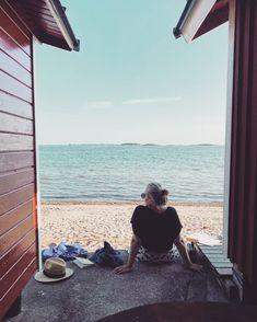 """310 tykkäystä, 7 kommenttia - Anna Piiroinen (@annapalaaanna) Instagramissa: """"Aamulla kipitän seitsemän rantaa ja takaisin peikkometsän kautta. Lounastamme Itäsatamassa…"""" Anna, Traveling, Instagram, Viajes, Travel, Tourism"""