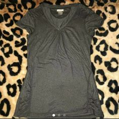 Kirkland Signature Tee Size XS Xsmall 49% NYLON 49% POLYESTER 2% SPANDEX  Gray In Excellent Condition Kirkland Tops Tees - Short Sleeve