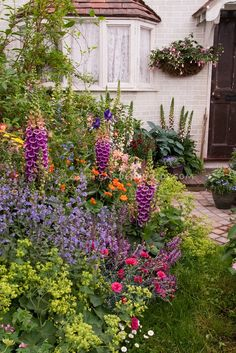 Beautiful Front Yard Flower Garden. Love the plants in it!