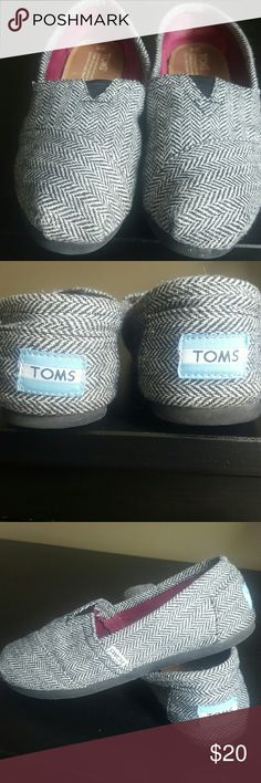 TOMS in great condition See pics. Also has a Glittery material which is barely noticeable in pics TOMS Shoes Sneakers