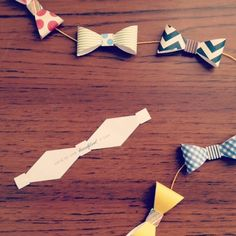 Paper Bow Tie Garland - so cute for Father's Day or baby shower Deco Dyi, Doctor Who Christmas, Christmas Tree, Christmas Decor, Bow Garland, Party Garland, Bow Tie Party, Doctor Who Party, Little Man Party