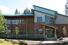 Mercer Thermally Broken Aluminum Windows integate well with the modern design of Sun River School.