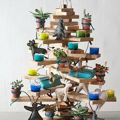 Een stoere kerst met deze houten kerstboom gemaakt van latten,  Hoogte is 60cm.