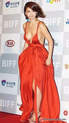Oh In Hye (오인혜, 吳仁慧 Wú rén huì) - - Busan Film Festival (BIFF on October eye-popping distraction Revealing Dresses, Sexy Dresses, Busan, Asian Woman, Asian Girl, Asian Ladies, Greek Fashion, Workout Tops For Women, Nude Dress