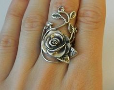 Vintage 925 Heavy Sterling Silver Rose and by This is one of the most beautiful rings , I have ever came come across .It has this old- school precision in design .I love jewelry in shape I Love Jewelry, Jewelry Box, Vintage Jewelry, Jewelry Accessories, Unique Jewelry, Gold Jewellery, Jewelry Rings, Vintage Rings, Jewellery Shops