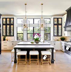 Kitchen decor and kitchen ideas for all of your dream kitchen needs. Modern kitchen inspiration at its finest. Gold Kitchen, New Kitchen, Kitchen Dining, Rustic Kitchen, Dining Room, Kitchen White, Black Kitchen Island, Kitchen Modern, Minimal Kitchen