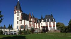 Hotel Schloss Klink Klink This 4-star castle hotel stands directly beside Lake Müritz, a 5-minute walk from Klink's boat harbour. It features 5 restaurants, a large spa and an indoor pool with panoramic lake views.
