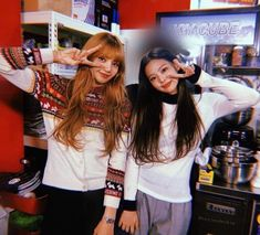 """i've never seen this photo before and all i can think about is how smol jennie looks beside lisa,, LOOK at their arms compared to one another kakfjaj jennie be SHORT short uwu"" Divas, Kim Jennie, Yg Entertainment, South Korean Girls, Korean Girl Groups, Blackpink Debut, Blackpink Members, Black Pink, Blackpink Photos"