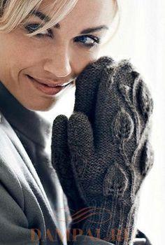 """Вязаные варежкиукрашены веткой с листьями. Рисунок покрывает не только тыльную сторону ладони, но и большой палец. Описание вязания варежек переведено из книги """"Perfectly Feminine Knits"""". Размер: Окружность ладони – 16.5 см, Длина ладони – 26.5 см. Необходимая пряжа: Rowan Felted Tweed (50% шерсть, 25% альпака, 25% вискоза; 175 м / 50 грамм в мотке) – 2 мотка. Необходимые инструменты: Комплект из 5-ти чулочных (обоюдоострых) спиц № 2.5 и № 3, маркеры петель, дополнительная спица для жгутов…"""