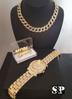 Tips On Choosing Beautiful Jewelry To Enhance Your Personal Style. If you just received a piece of jewelry from an inheritance or as a gift, or you just bought a piece on your own, you probably want to know more about jewe Marca Versace, Gucci, Rhinestone Choker, Grillz, Louis Vuitton, Pandora Jewelry, Luxury Jewelry, Necklace Designs, Iphone