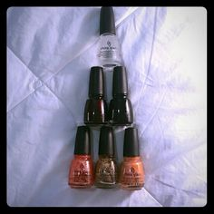 China Glaze nail lacquer 6 China Glaze nail lacquers, vary in age, worn a few times but switched to light cured gel polish. Colors: fast forward top coat-clear, Luba heels, liquid leather, v, you're a hoot, and mango madness. China Glaze  Makeup