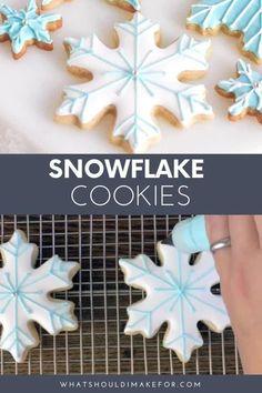 Christmas Cookie Icing, Snowflake Christmas Cookies, Iced Cookies, Cookies Et Biscuits, Holiday Cookies, Cupcake Cookies, Christmas Baking, Icing For Sugar Cookies, Decorated Christmas Cookies