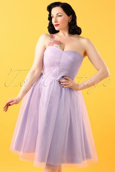 You'll feel like a vintage princes when wearing this 50s Tamara Party Dress, just like Audrey Hepburn!The red carpet is out, the carriage arrives and your prince charming is waiting for you... fairy tales come to life! This strapless beauty features a sweetheart neckline to complete the romantic look. Made from a lavender coloured satin-look fabric (doesn't stretch!) covered with a sheer lavender coloured tulle layer for a fairytale effect. Step into the carriage, you'll have the best n...