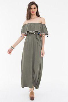 طرح لباس زنانه دارای اهمیت است اما شکل و فرم لباس مجلسی بسیار مهم است. هر اندامی نیاز به لباس مناسب خود دارد تا زیباتر باشد و ایرادهایش دیده نشود. بنابراین خرید اینترنتی لباس زنانه در ابتدا باید طبق فرم بدنی شما انجام گیرد