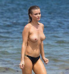 Manage somehow. Paparazzi stars on nudist beach agree