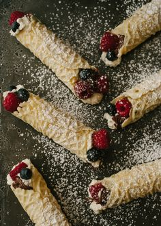 A recipe for Nutella Berry Filled Waffle Cookies (Pizzelle). Pizzelle Cookies, Köstliche Desserts, Delicious Desserts, Dessert Recipes, Yummy Food, Nutella Recipes, Cookie Recipes, Cookies, Gastronomia