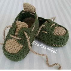 Crochet Baby Sneakers by Croby Patterns - Salvabrani How to Crochet Cuffed Baby Booties - Crochet Ideas This pin was discovered by ann – Artofit Image gallery – Page 516577019755853511 – Artofit Baby Boy Booties, Baby Girl Sandals, Crochet Baby Sandals, Crochet Shoes, Crochet Baby Booties, Crochet Slippers, Crochet Converse, Crochet Wrap Pattern, Crochet Patterns