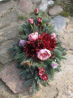 Handicraft, Funeral, Diy And Crafts, Christmas Wreaths, Floral Wreath, Holiday Decor, Garden, Outdoor, Contemporary Flower Arrangements
