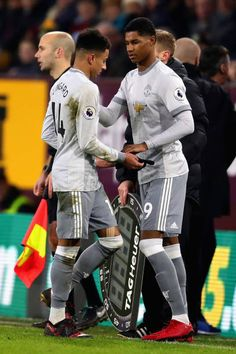 Jesse Lingard of Manchester United shakes hands with Marcus Rashford of Manchester United as he is substituted during the Premier League match. Football Is Life, Football Boys, Rugby Players, Football Players, Soccer Skills, Soccer Tips, Man Utd Fc, Ronaldo Football, Jesse Lingard