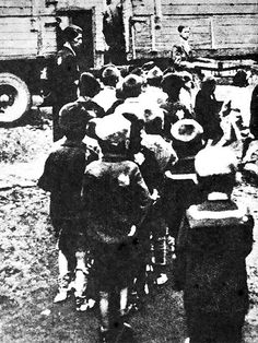 Children from the Lodz Ghetto orphanage  being sent to Chelmno death camp #WWII #Holocaust