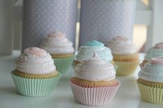 Passion 4 baking »Vintage pastel cupcakes & vanilla cupcakes