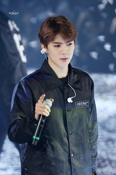 EXO'luXion 151121 : Sehun quite similar to baekhyun in this pic Baekhyun Chanyeol, Exo K, Rapper, Exo Luxion, Baekyeol, Kim Minseok, Exo Members, Look Cool, Korea