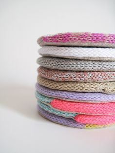 Knitting // I love the beautiful, bright colors in these knit coasters by Eccomin . Diy Arts And Crafts, Diy Crafts, Spool Knitting, Knit Bracelet, How To Purl Knit, Textiles, Bijoux Diy, Hot Pads, Crochet Yarn