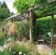Kleingarten anlegen - Kletterpflanzen und Kiesboden